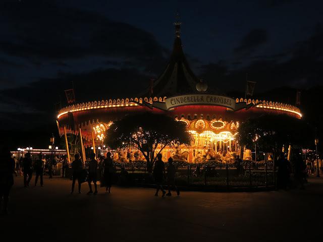 hong kong disneyland ; Cinderalla Carousel