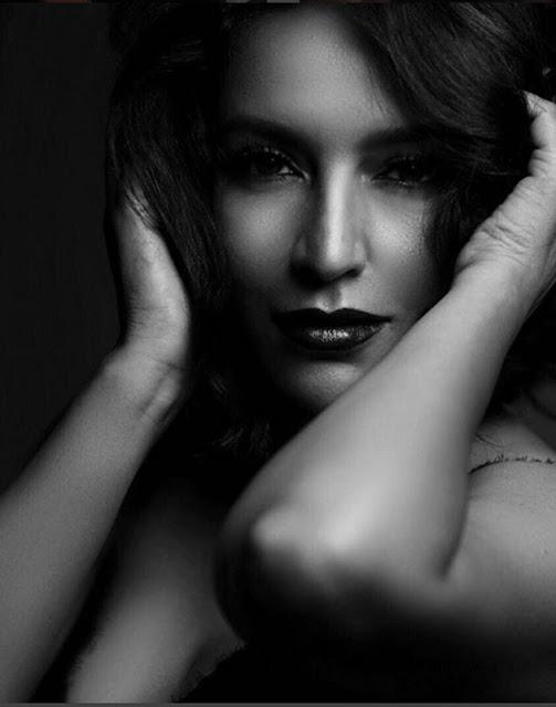 Tiscka Chopra cleavage images