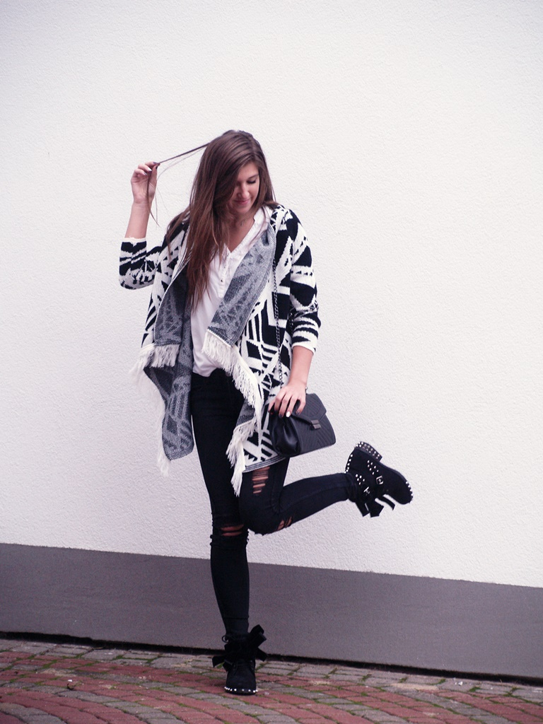 GEOMETRIC CARDIGAN & BOOTS from BUTOSKLEP.PL