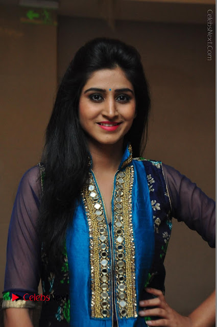 Actress Model Shamili Sounderajan Pos in Desginer Long Dress at Khwaaish Designer Exhibition Curtain Raiser  0001.JPG