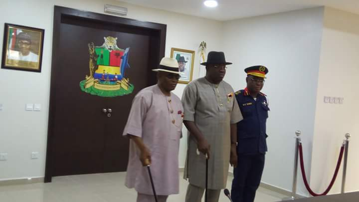 ZONE 5 COMMANDER OF  NSCDC COMMENDS DICKSON FOR HIS SUPPORT.
