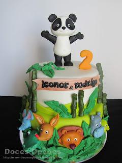 Bolo de aniversário dos gêmeos com o Panda e os amigos