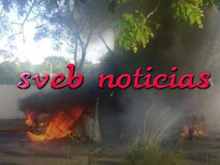 Se incendia vehiculo en unidad habitacional El Coyol en Veracruz