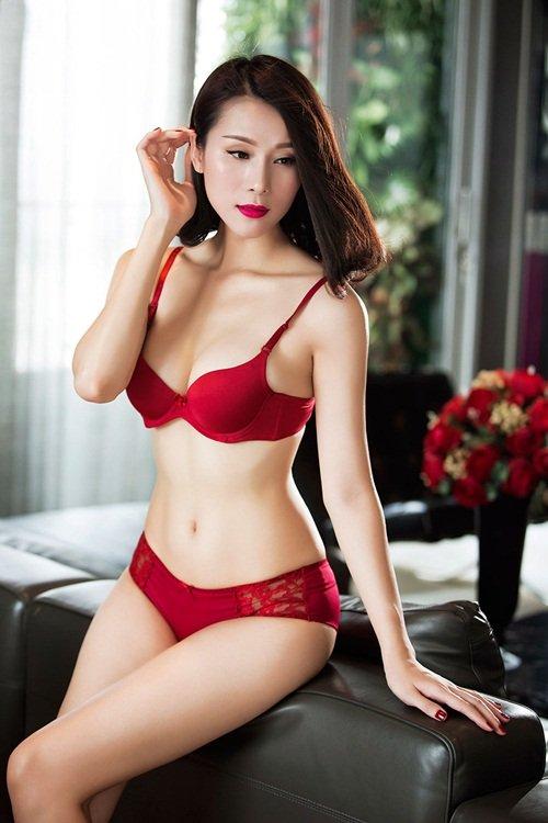Thái Hà diện nội y cực sexy và nóng bỏng