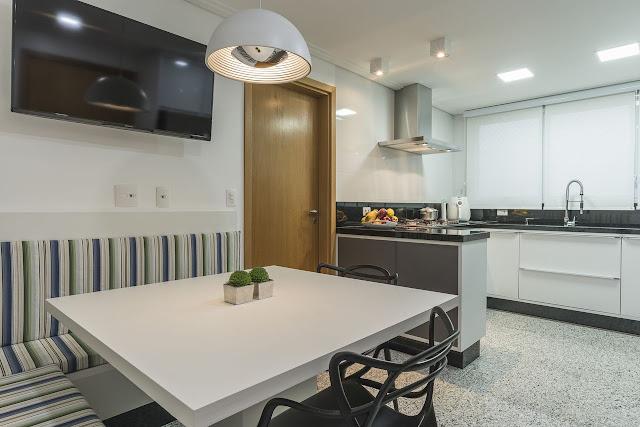 mesa-na-cozinha-de-apartamento