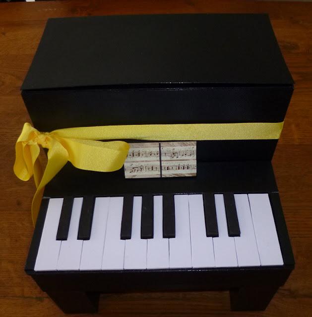 je m 39 clate avec mes 10 doigts une urne piano pour une mari e pianiste. Black Bedroom Furniture Sets. Home Design Ideas