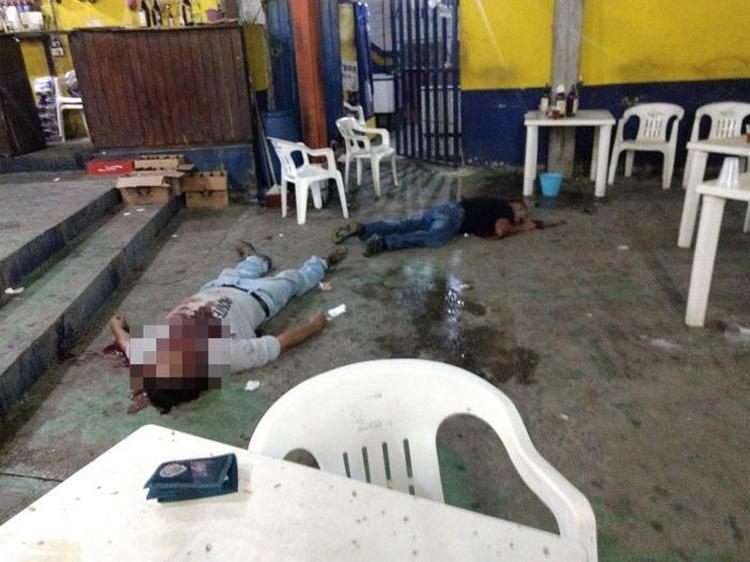 """Fotos, Sicarios balean a dos sujetos en el Bar """"Buzoncito"""" en Guerrero."""