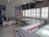 furniture interior semarang  interior optik toko kacamata04