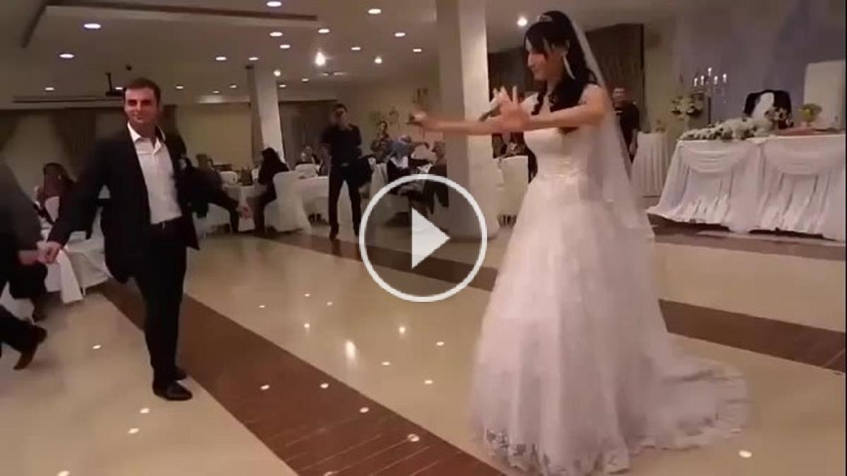 شاهد ما قامت به أخت العريس و رقصها العجيب سرق الأضواء من العروس و جعل الجميع يصفق لها يستحق المشاهده