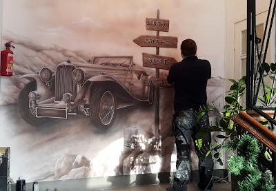 Malowanie samochodu areografem, mural wykonany na ścianie, artystyczne malowanie ścian,