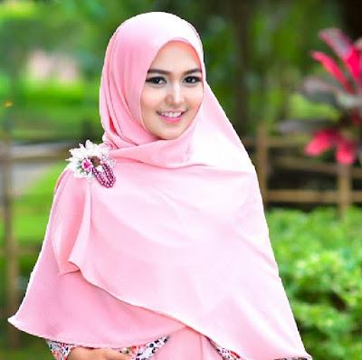 Hijab modern untuk kuliah tetap syari