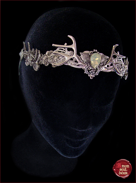couronne wicca bois de cerf pagan foret argent blanc opale biche mariage elfique silver antlers tiara woodland crown forest witch circlet white opal