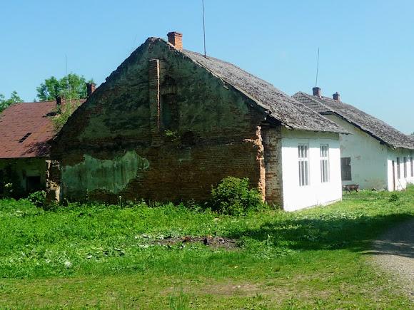 Подгорцы. Бывшие хозяйственные помещения панской усадьбы