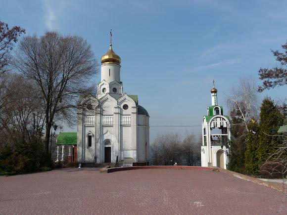 Дніпро. Монастирський острів. Свято-Миколаївська церква. 1999 р УПЦ МП