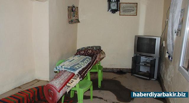 DİYARBAKIR-Diyarbakır merkez Bağlar ilçesinde evlerini kanalizasyon suyu basan mahalleli, yaşadıkları mağduriyet nedeniyle Diyarbakır Su ve Kanalizasyon İdaresi Genel Müdürlüğüne (DİSKİ) tepki gösterdi.