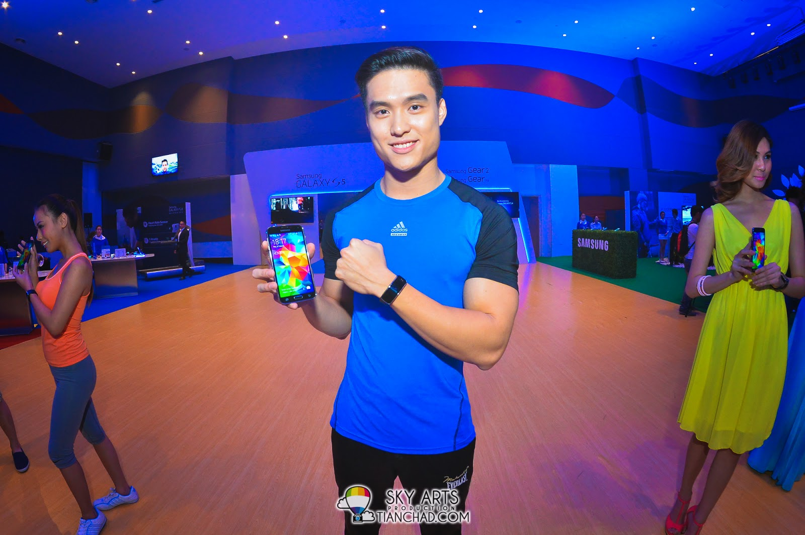 A model showcasing the brand new Samsung GALAXY S5 and Samsung Gear Fit