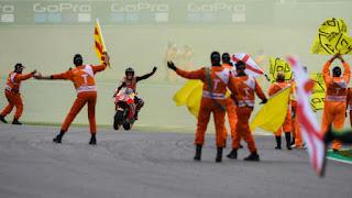 MOTO GP - Marc Márquez remonta para ganar por 8º año seguido en Alemania y asume el liderato mundial