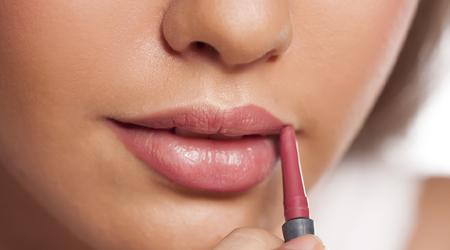 सर्दियों में होठों की सुन्दरता बरकरार रखने के तरीके | HERBAL TIPS FOR LIPS IN WINTER