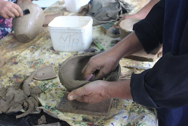 Oficina de panelas pretas do Jairê pelo projeto gerando renda, motivando cidadãos
