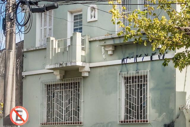 Outra casa com capelinha - detalhe