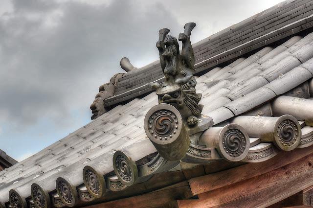 Komyozenji roof detail