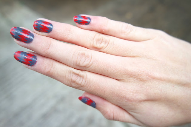 Zig Zag nails feat. SensatioNail