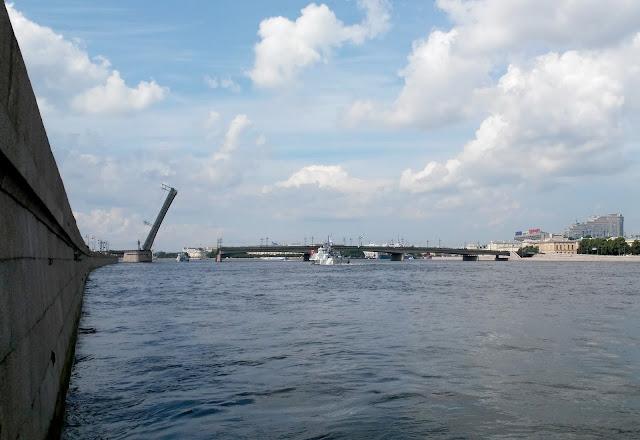литейный мост фото разведенный