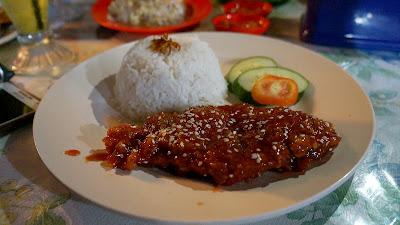 Ayam korea warong Kak Ros di Sintang
