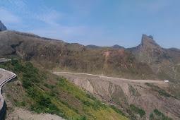 Gunung Kelud, Mengungkap Cerita Jalan Misteri