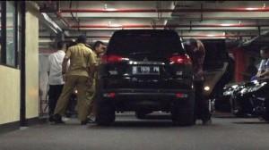 Ini Foto Bupati Subang dan Ajudannya Saat Berada di Parkiran Kantor KPK