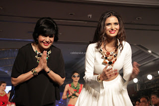 Meenakshi Dixit Walks the Ramp At Designer Nidhi Munim Summer Collection Fashion Week (11).JPG