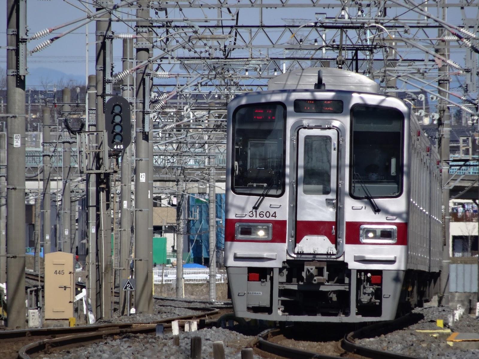 東武東上線を走る30000系電車