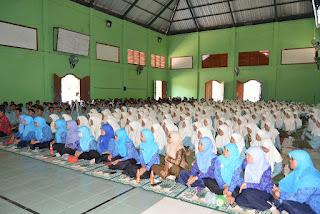 peserta pengajian putri