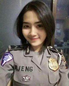 Foto bripda ajeng polisi cantik