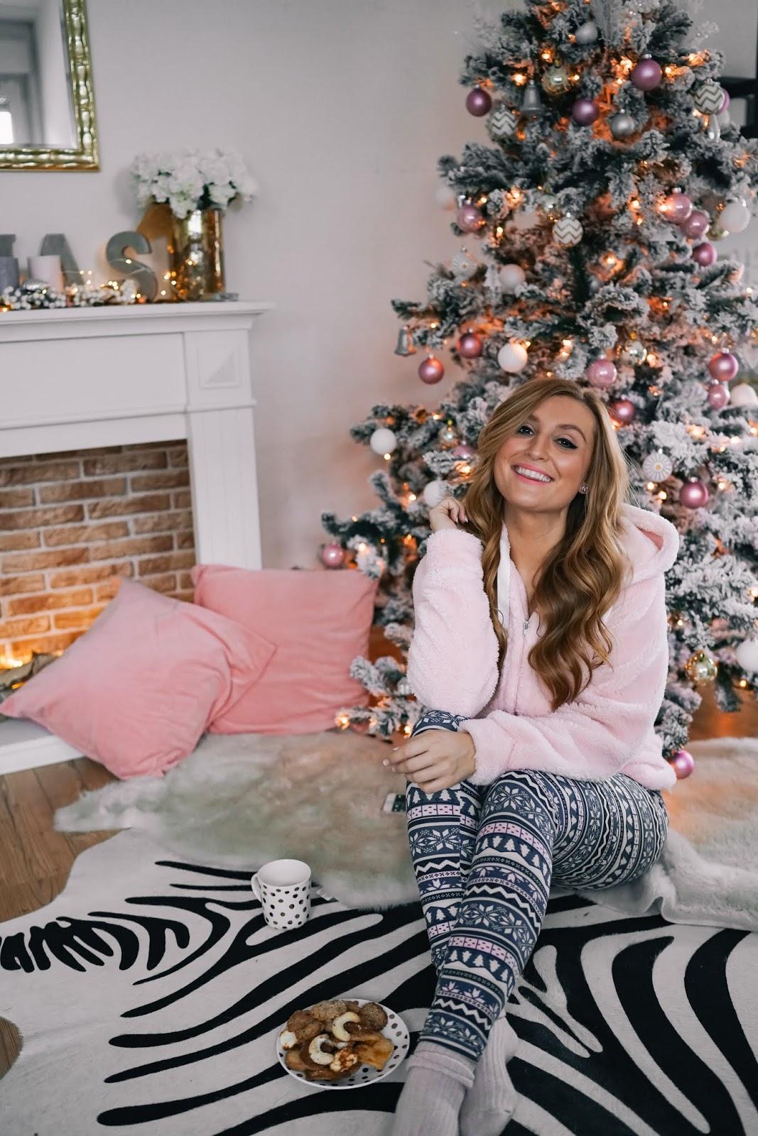 Gemütliches-Weihnachtsoutfit-rosa-kuschel-jacke-cozy-homeoutfit-rosa-Pullover-Homelook-gemütliches-outfi-fashionstylebyjohanna-blogger-aus-frankfurt.jpg (3)