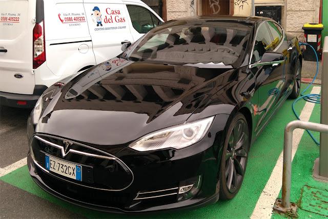 Tesla Model S P85D, Via Cogorano, Livorno
