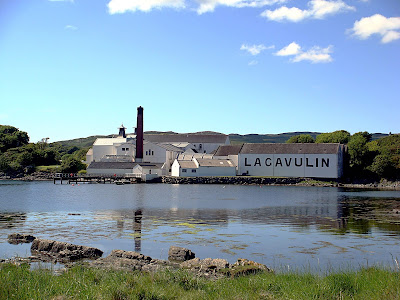 https://www.discovering-distilleries.com/lagavulin/