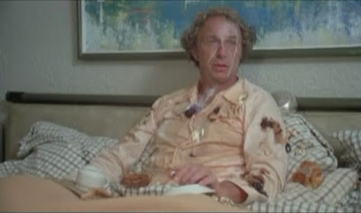 А таким образом Франсуа позавтракал. Кофе - на груди, масло - на лице и на плече...