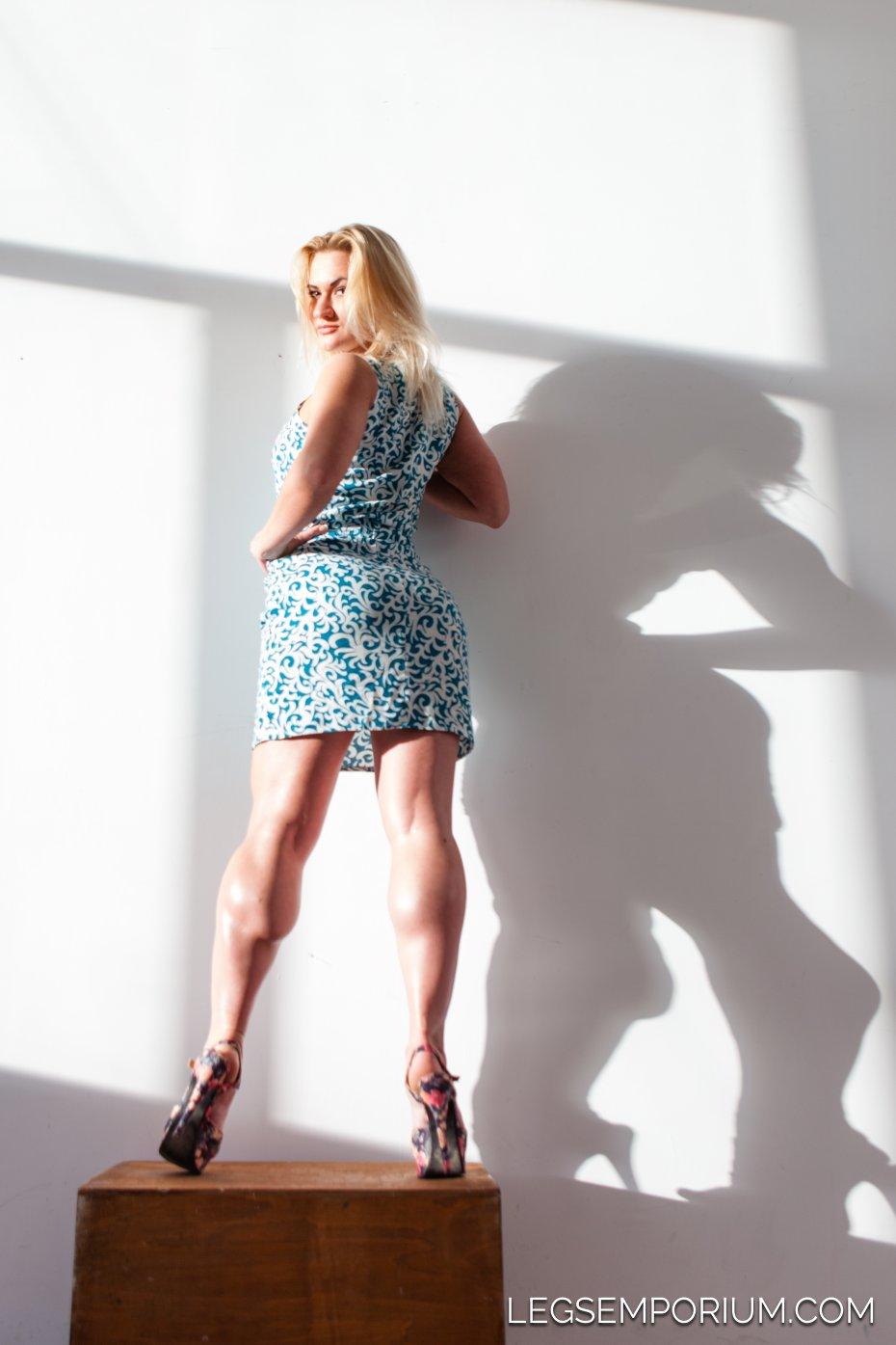 Legs Emporium: Shapeliest Sexiest Legs and Calves Debut!