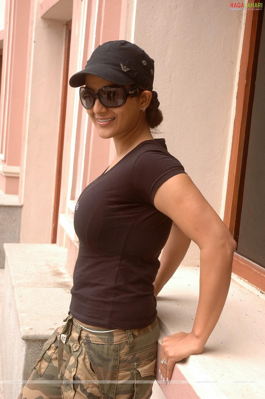 Huge boobs mallu aunty sari strip 3 - 1 10