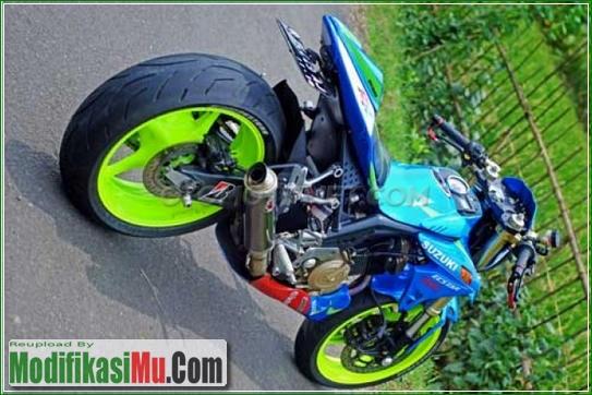 Rantai SSS dan Master Rem KTC - Modifikasi Suzuki Satria FU 150 ala Moto GP Sederhana Tapi Keren Warna Yang Paling Bagus Variasi Motor Edition 2017