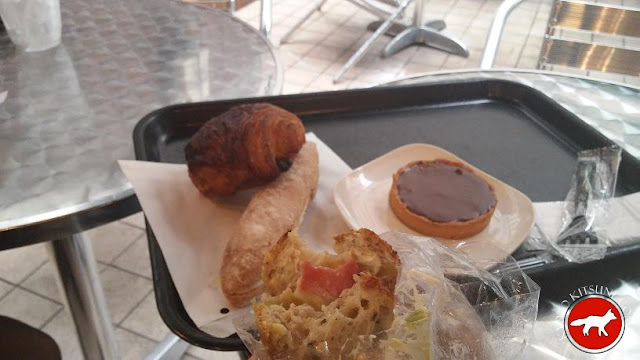 """achats à la boulangerie """"le petit mec"""" à Kyoto au Japon"""