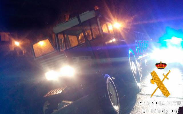 tractor accidentado Chozas Canales. IMAGEN GUARDIA CIVIL