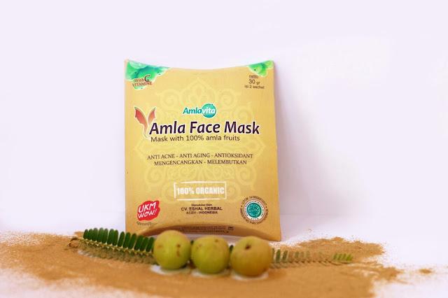 Masker dari buah amla dalam bentuk bubuk