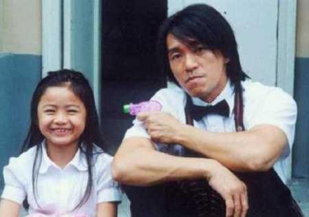 Ingat Gadis Cilik di Kung Fu Hustle? Sekarang Cantik Banget Lho!