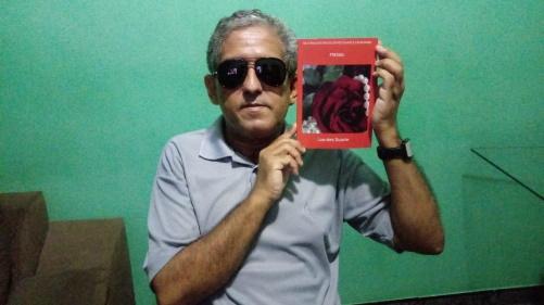 #PraCegoVer: Foto de Antonio Pereira Apon, com a coletânea.