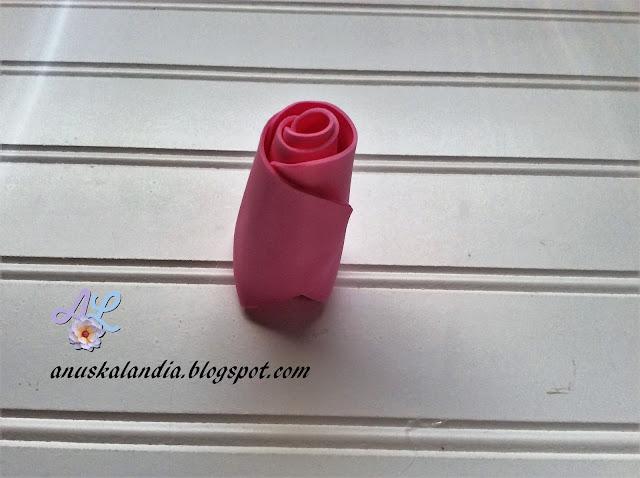 Rosa-gigante-en-goma-eva-o-foamy-16-3-pegar-Anuskalandia