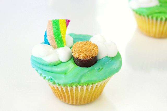 cupcakes, cupcake recipe, fun cupcakes, st. patrick's day cupcake recipe, irish cupcakes, st paddys day cupcakes, st patricks day cupcakes, pot of gold cupcakes, st. patricks day food ideas, st. patrick's cupcakes, under the rainbow cupcakes, pot of gold at the end of the rainbow cupcakes, st.patrick's day cakes, rainbow cupcakes, green cupcakes, party cupcakes