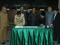 Gubernur dan Ketua DPRD Provsu Teken Persetujuan Tiga Ranperda Ini