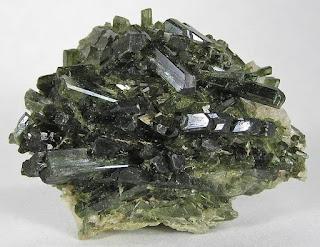 Mineral Piroksen, Gambar, Struktur, Rumus Kimia dan Kegunaanya